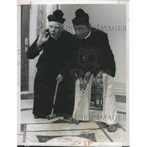 """1975 Press Photo George Ede & Ved Banhu in """"Beacon Hill"""""""