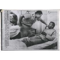 1966 Press Photo Secretary of Defense Robert McNamara visits wounded John Grigge