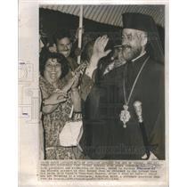 1977 Press Photo Makarios III President Archbishop Cyprus Nicosia Airport