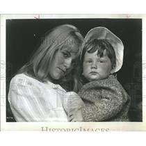 """1968 Press Photo Carol  White & Simon King in """"Poor Cow"""""""