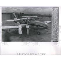 1963 Press Photo Flight Instructor Betty Miller Stands Beside Piper Apache H