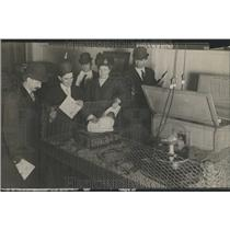 1909 Press Photo Electric hen on the Job - RRR81599