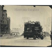 1923 Press Photo Van People Group Bus Line Hub Route - RRR82001