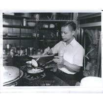 1979 Press Photo Vietnam Refugee Makes Traditional Food