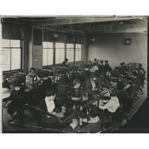 1924 Press Photo Detroit New Auditorium Room Mens Women