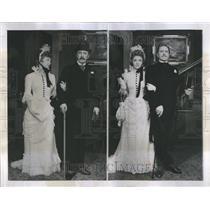 1939 Press Photo Play Lindsay crouse Book Story Turn