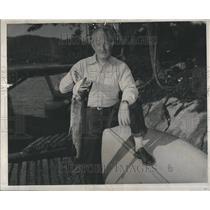 1947 Press Photo Govenor Kim Sigler Showing Trout - RRR86591
