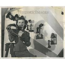 1950 Press Photo Gene Panto examining the object