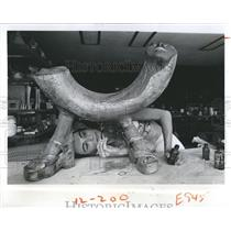 1976 Press Photo Olympia Zacchini at work on art piece