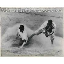 1947 Press Photo Detroit 2nd Baseman Eddie Mayo Forces New York's Johnny Lindell