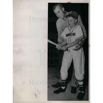 1952 Press Photo Monty Stratton Ex-White Sox Pitcher & Son