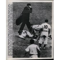 1949 Press Photo Yankee Gerry Coleman Out At Home After Run From 1st