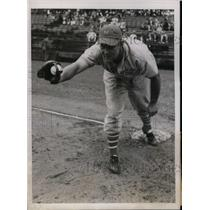 1937 Press Photo NY Giants , Samuel Leslie at spring training