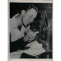 1937 Press Photo Rip Collins, Chicago Cubs First Baseman Injured