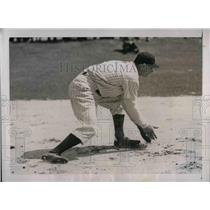 1937 Press Photo Alvin Jacob Powell Outfielder Training With New York Yankees