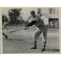 1940 Press Photo Cleeveland Indians, Beau Bell at bat - nea12323