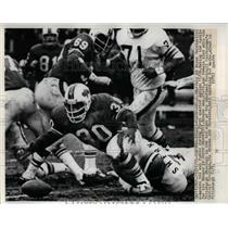 1972 Press Photo Wayne Patrick of Buffalo Recovers Fumble, Jerry Sherk of Browns