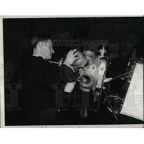1931 Press Photo A mechanic assembling the motor of a light plane