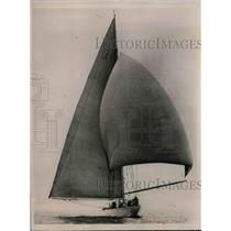 """1935 Press Photo Yacht """"Yankee"""" for Jubilee race in Portsmouth, England"""