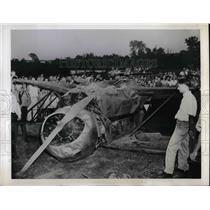 1945 Press Photo Five Passenger Plane Wreckage