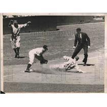 1938 Press Photo Stan Sperry Of The Philadelphia Athletics Safe At Third