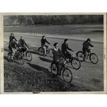 1938 Press Photo Group Rides Bikes Near Lakeshore