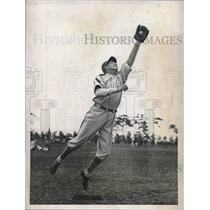 1935 Press Photo Roger Cramer Center Fielder Philadelphia Athletics Training MLB