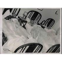 1937 Press Photo Madison Square Garden Bicycle Racers Rest In Hotel Forrest Beds