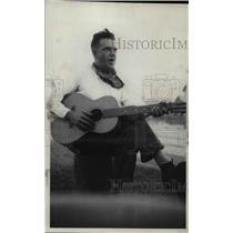 1934 Press Photo Dr.Oscar Merriden Pound, sing and play guitar.
