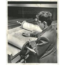 1955 Press Photo Lee Shwartz Torah Chicago Jewish - RRT04557