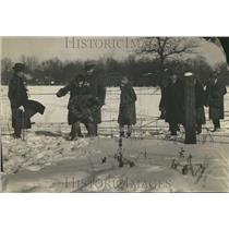 1929 Press Photo People Game Snow Playing Proie~~~ Club - RRT23135
