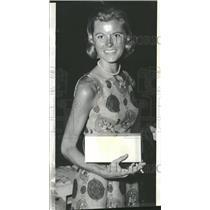 1963 Press Photo Blond James Magin Handed Hostess Prett