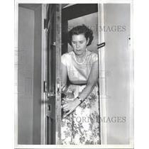 1954 Press Photo Sun Photographer Vacation Wabash Peck - RRT84931