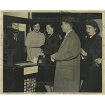 1944 Press Photo N Franklin St Polling Place Ballot