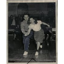 1949 Press Photo Old Man Teaches Teen How To Bowl
