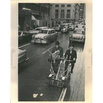 1975 Press Photo Man Chauffered By Bicycle In Chicago - RRT38717