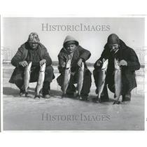 1970 Press Photo Pike Fishermen Ice fishing