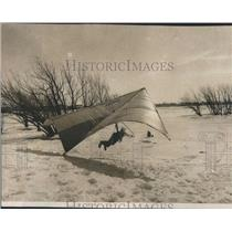 1974 Press Photo Hand Gliding over a snowy field - RRS28441