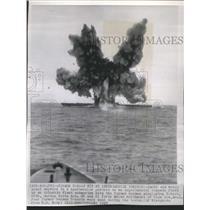 1947 Press Photo Atlantic Fleet Smoke Water Skyward - RRS33801