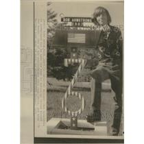 1975 Press Photo Spirited Mailbox Bob Armstrong House - RRS33845