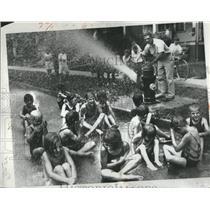 1932 Press Photo Children bathing Carstens school - RRS14005