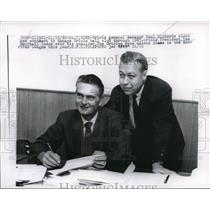 1960 Press Photo Oriole GM Paul Richards signs new contract through 1963