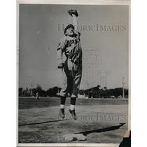 1939 Press Photo Mike Green at Wash. Senator spring training
