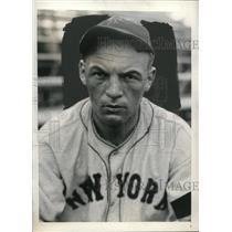 1934 Press Photo New York Giants Pitcher Harold Schumacher At Spring Training