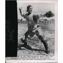 1950 Press Photo Phillies catcher Andy Semenick vs NY Yankees