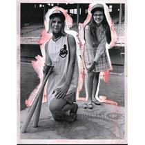 1969 Press Photo Ann Scoggins and Kathy Jakulriec of Indians Junior Basebelles.