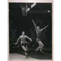 1937 Press Photo Tom Wokovitz of Nortre Dame and Terjesen of New York Univ.