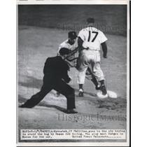 1954 Press Photo Wyrostek of the Phillies and Rese - nes00573