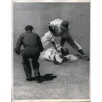 1952 Press Photo Randy Davis Outfielder Pirates Safe At 2nd Eddie Miksis Cubs