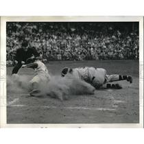 1942 Press Photo Mickey Owen Dodgers Scores Run Ernie Lombardi Braves Catcher